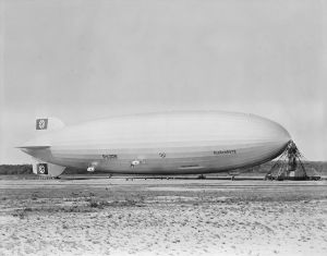 1024px-Hindenburg_at_lakehurst